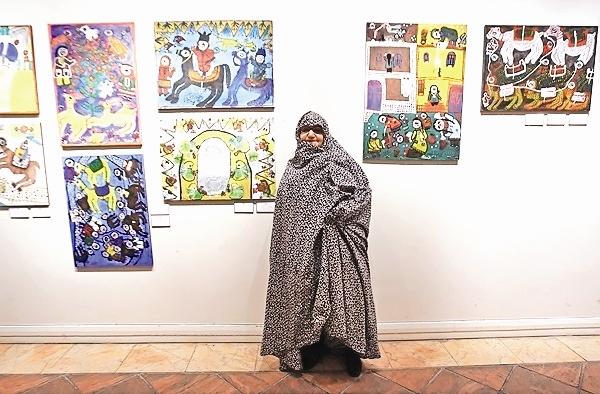 ننهحسن نقاشیهایش را  به خانه هنرمندان ایران آورد