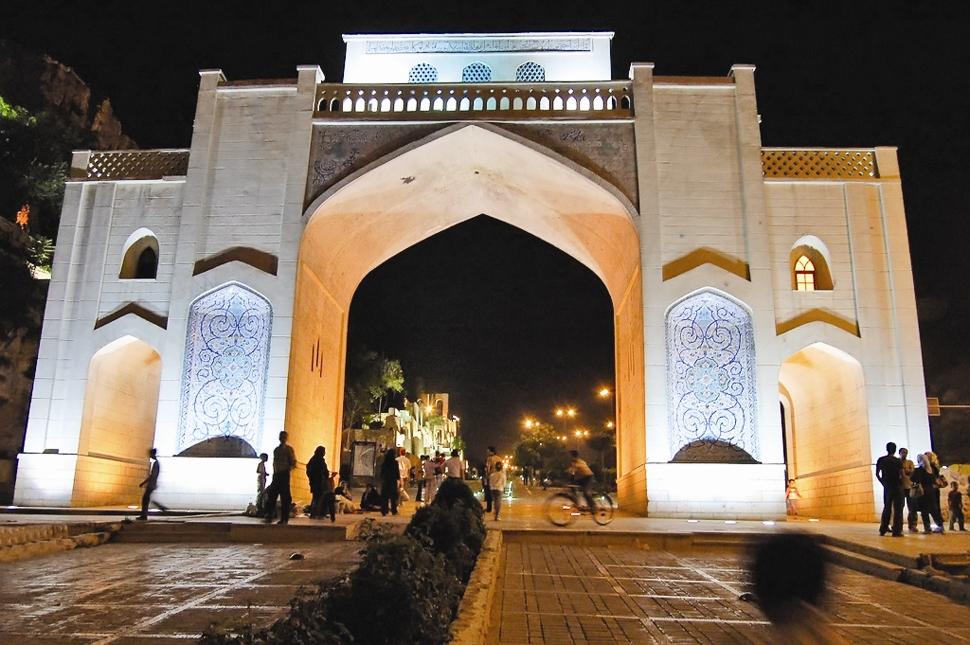 پرونده 10 اثر تاریخی فارس برای ثبت ملی آماده شد