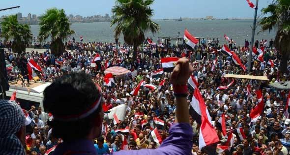درگیری مخالفان و موافقان مرسی در المحله مصر