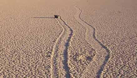 سنگهای دره مرگ چگونه راه میروند؟