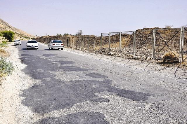 جاده آسفالته بار دیگر پیکر بیشاپور باستانی را خراشید