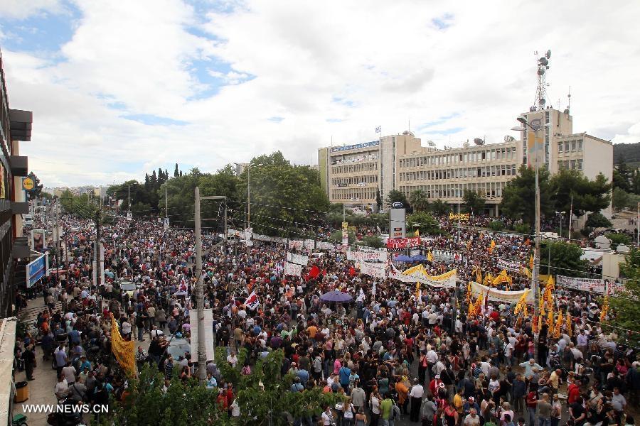 اعتراض و اعتصاب یونانی ها به تعطیلی تلویزیون دولتی