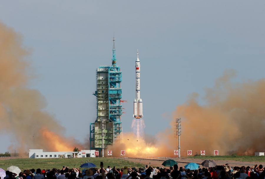 چین فضاپیمای شنزو-۱۰ را به فضا پرتاب کرد