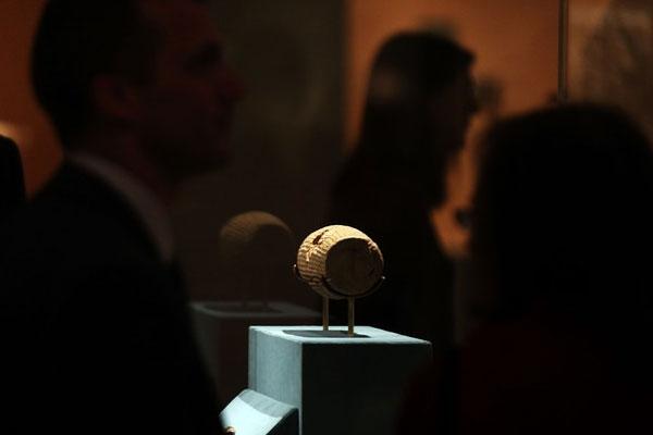 منشور کوروش در موزه متروپولیتن به نمایش گذاشته شد
