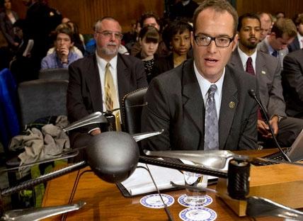 رئیس افبیآی به استفاده از پهپادها در داخل آمریکا اذعان کرد