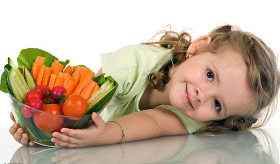 چگونه کودکان را به خوردن غذای سالم تشویق کنیم؟