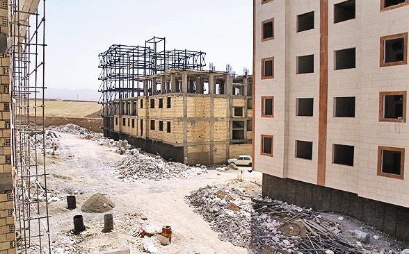 فرماندار ازنا از متقاضیان مسکن مهر عذرخواهی کرد