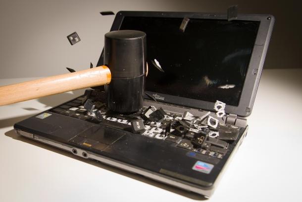 خرد کردن رایانه گاردین برای نابود کردن اطلاعات اسنودن