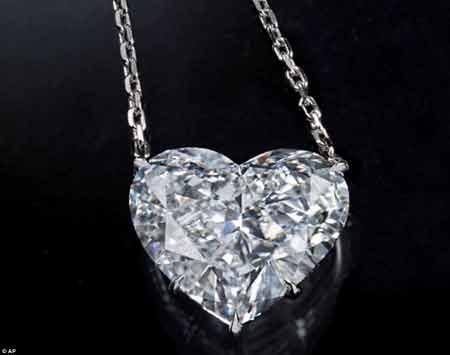 اولین تصاویر از جواهرات میلیون دلاری مسروقه در کن