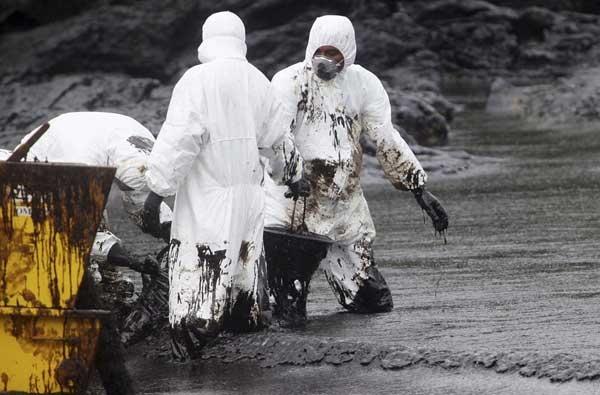 تصاویر نشت نفت در آبهای تایلند