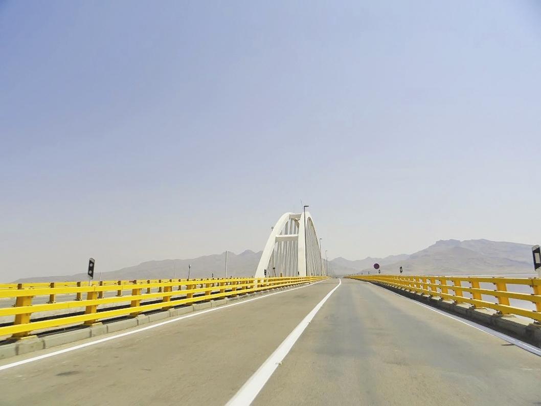 ۴۵ سال انتظار برای ساخت کامل پل میانگذر دریاچه ارومیه
