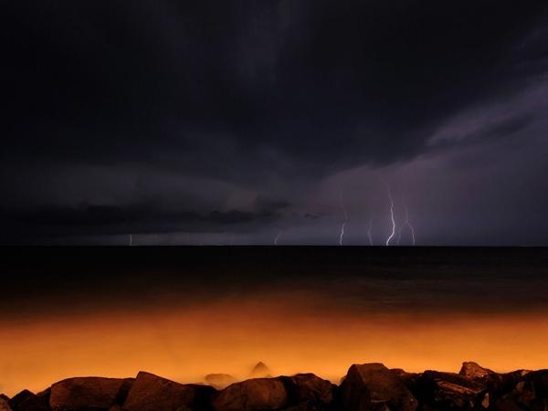 رعد و برق در خلیج بنگال