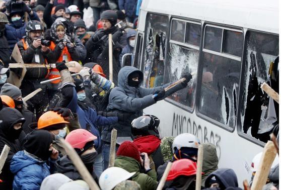 معترضان و نیروهای امنیتی در پایتخت اوکراین درگیر شدند