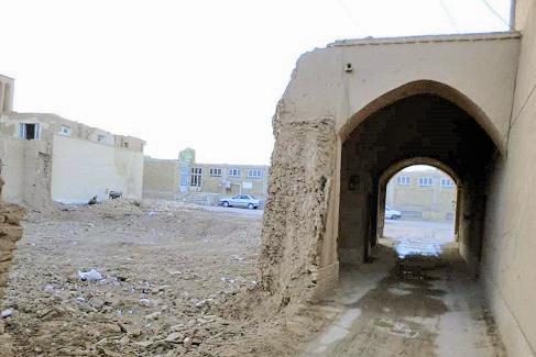 عزل بهدلیل مشارکت در تخریب بنای تاریخی