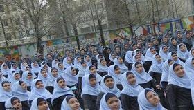 توزیع رایگان قرص آهن میان دختران دبیرستانی