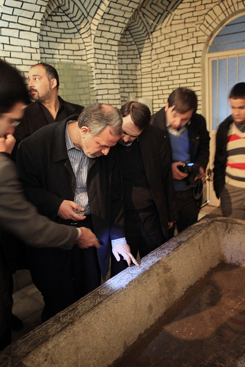 سنگاب قدیمی مقبره مستوفی الممالک