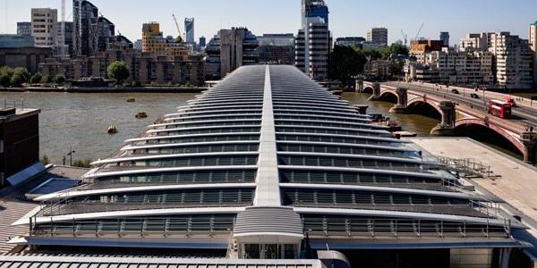 تکیه به انرژیهای پایدار؛ بهرهبرداری از بزرگترین پل با برق خورشیدی