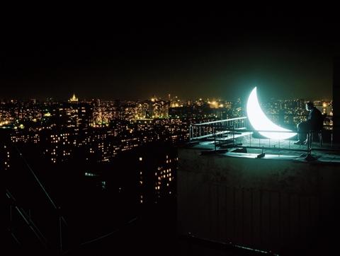هنرمندان ماه را تسخیر میکنند