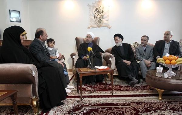 تصاویر دیدار رییس جمهوری با خانواده شهید و جانباز اهل تسنن