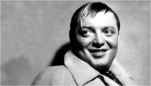 پیتر لوره در مردی که زیاد می دانست ساخته آلفرد هیچکاک محصول ۱۹۳۵