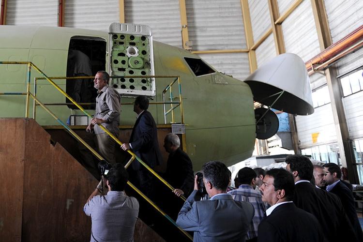 مسنترین خلبان ایران / هما تحریمها را به فرصت تبدیل کرده است