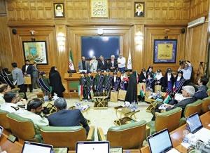 فرماندهان نیروی انتظامی تهران و کودکان مدرسه آصف  مهمان صحن علنی شورای شهر بودند