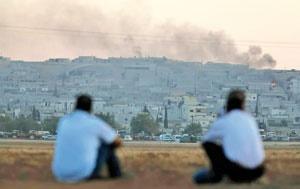 ساکنان مناطق مرزی ترکیه میتوانند حتی از محل سکونت خود آتش درگیریها در کوبانی را نظارهگر باشند.