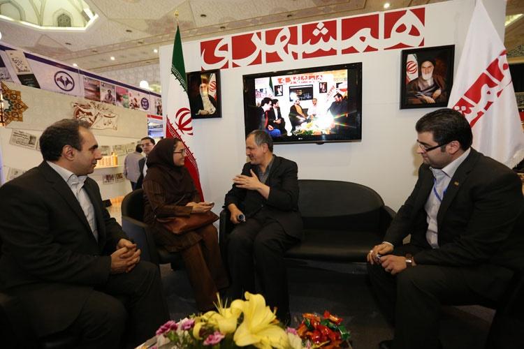 بازدید مسجد جامعی عضو شورای شهر تهران از غرفه همشهری
