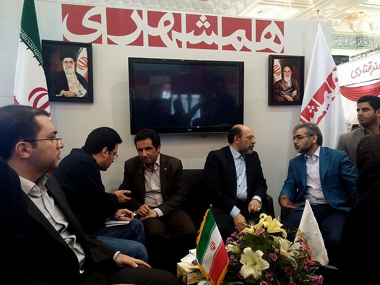 بازدید قناعتی و صابری دو عضور دیگر شورای شهر تهران از غرفه همشهری