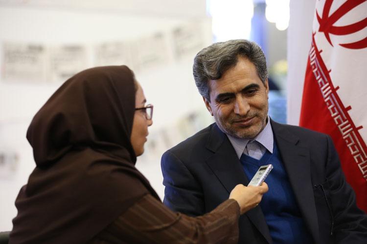 بازدید رئیس سازمان نظام پرستاری کشور از غرفه همشهری