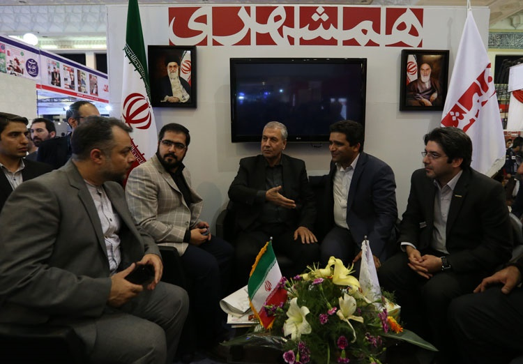 وزیر تعاون، کار و امور اجتماعی از غرفه همشهری بازدید کرد