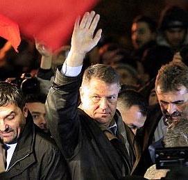 کلاوس یوهانیس رئیسجمهور رومانی شد؛ جشن در خیابانها