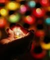 عکس روز: شمعی به یادبود کشته شدگان قحطی