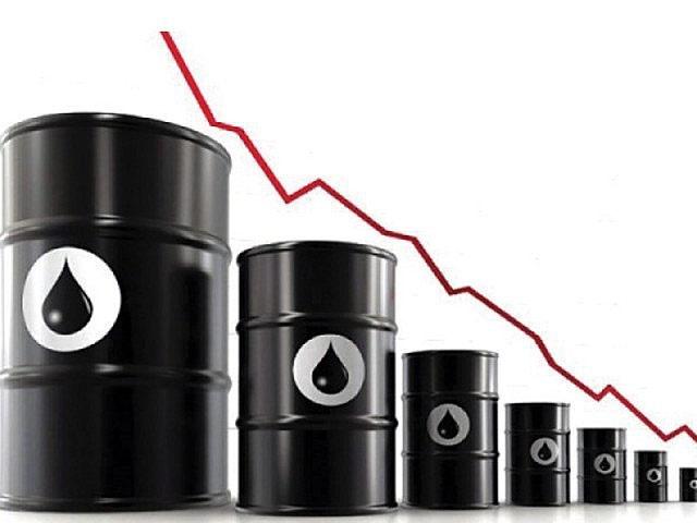 بلومبرگ از احتمال افت قیمت نفت تا ۴۰ دلار خبر داد