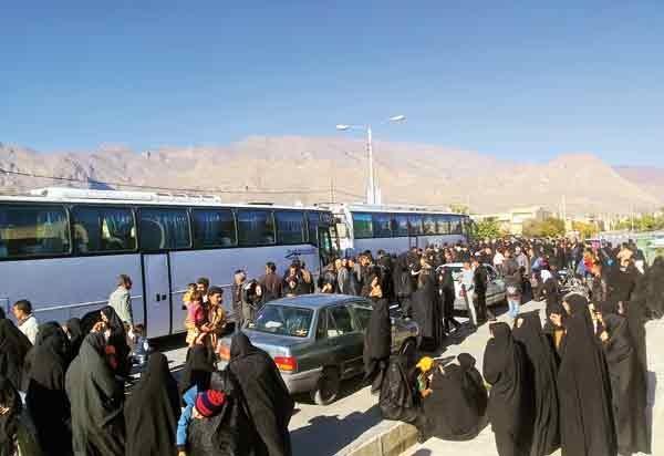 بازگشت ۶۰۰ هزار زائر کربلا به کشور؛ ازدحام زائران در مرز مهران