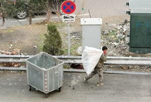 زبالههای خشک ارزش  اقتصادی بسیاری دارند و خیلیها به جمعآوری آنها مشغولند