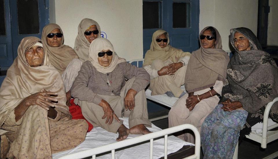 ۲۴ هندی پس از جراحی آب مروارید نابینا شدند