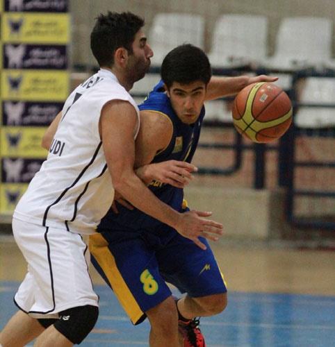 نماهایی از دیدار تیمهای بسکتبال دانشگاه آزاد و پتروشیمی بندر امام