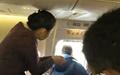 باز کردن درهای اضطراری هواپیما