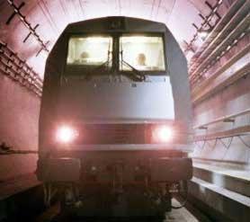چین طولانیترین تونل زیردریایی جهان را احداث میکند