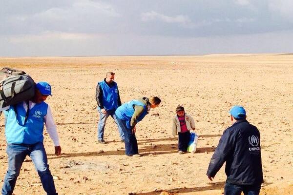کودک ۴ ساله سوری آواره در بیابان