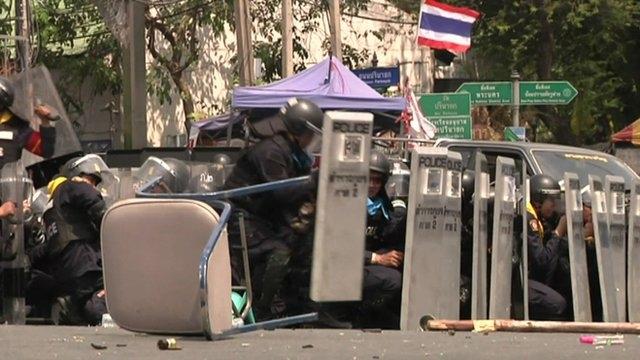 دفتر نخستوزیر تایلند در محاصره معترضان