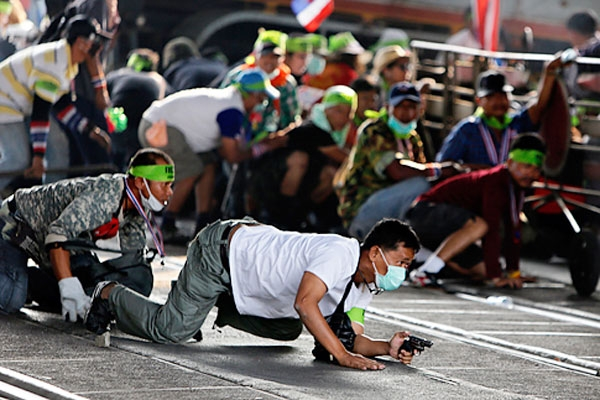 عکس روز: جدال مسلحانه در خیابانهای پایتخت تایلند