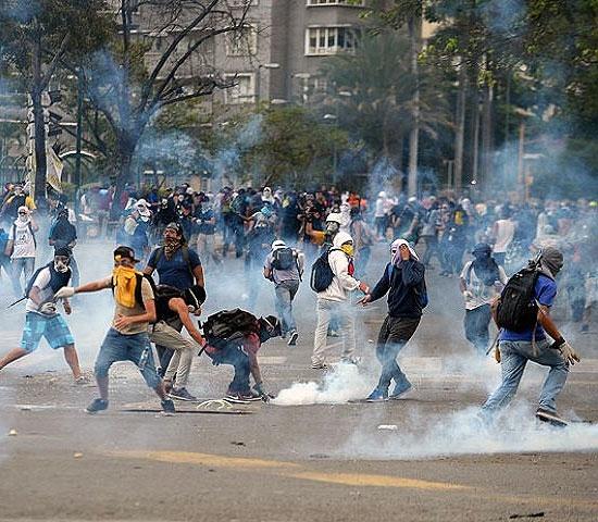 تظاهرات معترضان در ونزوئلا به خشونت کشیده شد