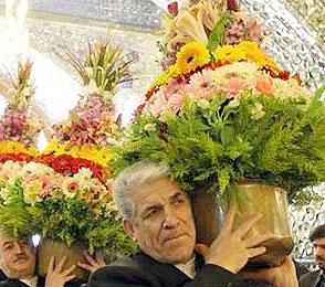 گل آرایی نوروزی حرم امام رضا (ع) با ۴۰ هزار شاخه گل