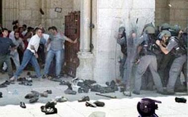 حمله نظامیان صهیونیست به مسجد الاقصی ۲۰ زخمی به جا گذاشت