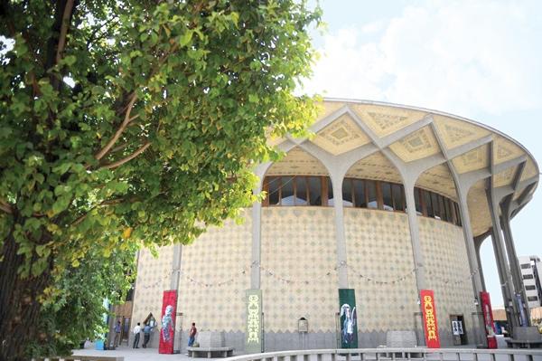 انتقاد تئاتریها آشکارتر میشود