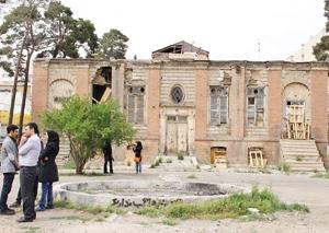 روزجهانی بناها درکنارخانه ویرانشده فاتح تهران