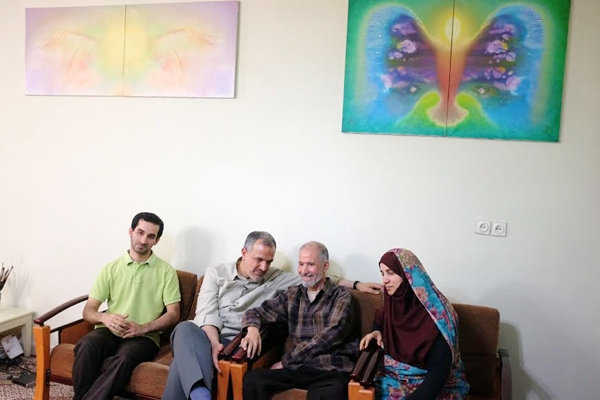 دیدار مسجد جامعی با خانواده یک هنرمند جانباز