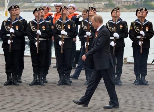 پوتین از نیروهای روسیه در کریمه سان دید